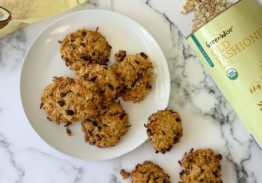 Oatmeal cookies with coconut and chocolate